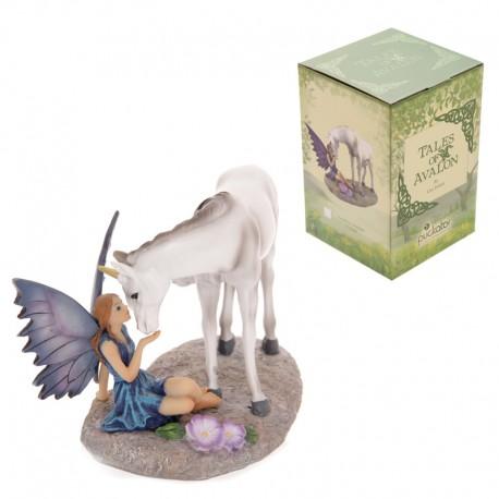 Fadas contos de Avalon de Lisa Parker-Unicornio beijando Fada